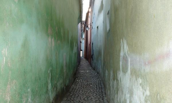 Самая узкая улица в Европе в Румынии - город Брашов