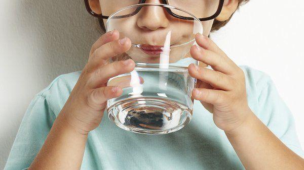 Стерильно чистая вода опасна для детей!