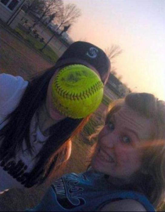 Я, моя подруга и теннисный мяч