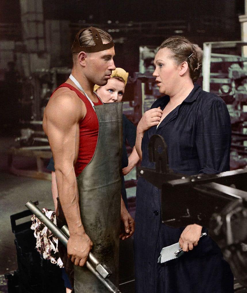 Рабочие автозавода с бригадиршей, 1954 год