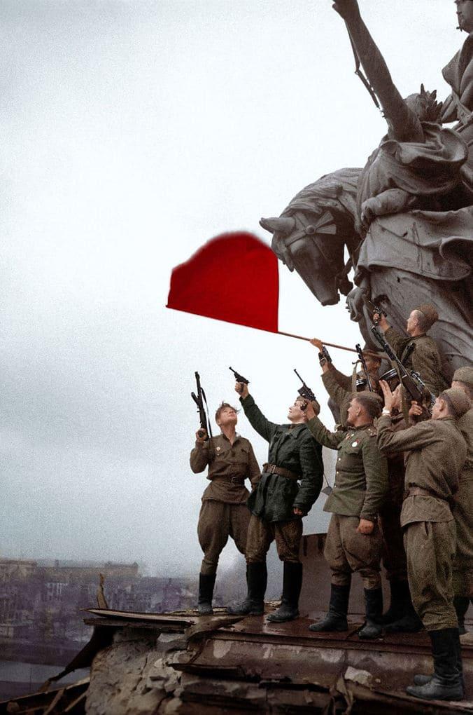 Советские солдаты в Берлине, 1945 год