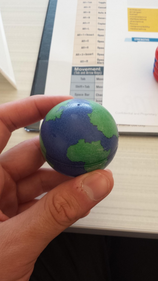 Дизайнеру этого глобуса, видимо, однажды отказали в шенгенской визе