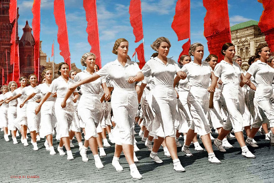 Физкультурницы на параде в Москве, 1937 год