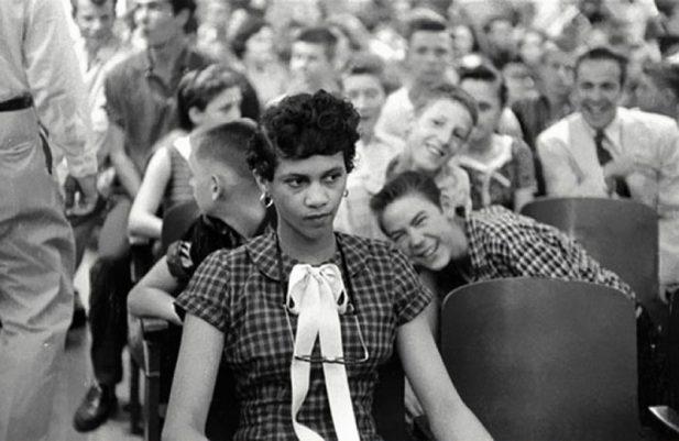 #1 Дети впервые увидели темнокожую девочку в 1957 году