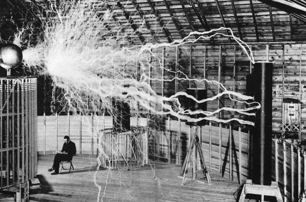 #2 Никола Тесла в лаборатории