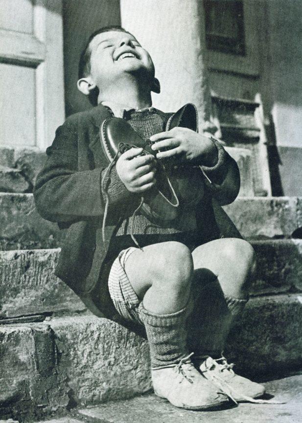 #3 Мальчик в Австрии во время Второй мировой войны получил новую пару туфель