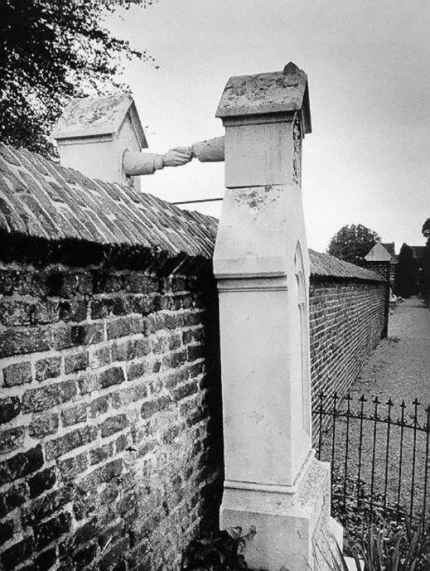 #6 Могилы католички и ее протестантского мужа в Голландии