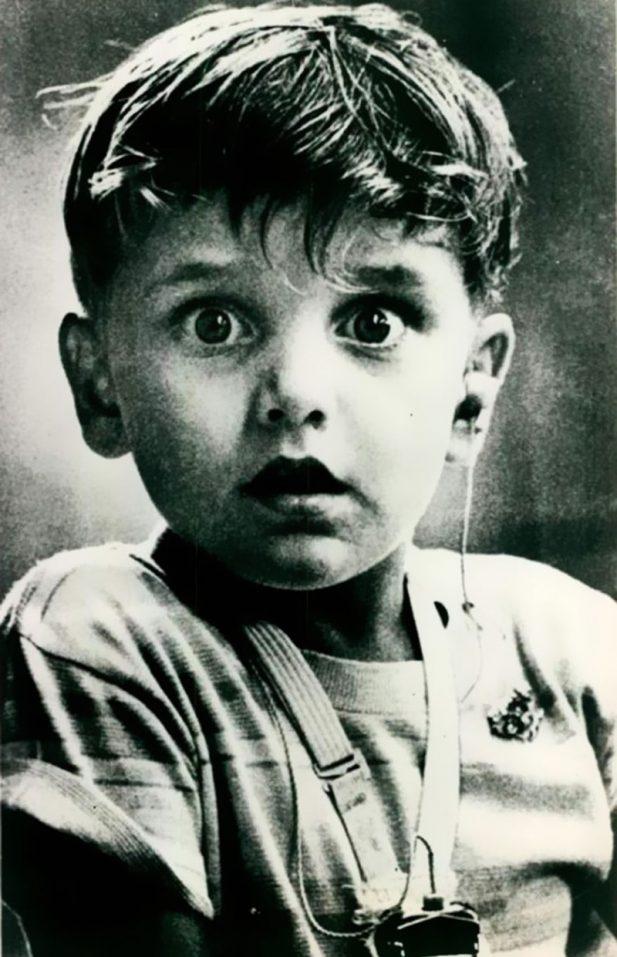 #8 Глухой от рождения ребенок впервые услышал звук