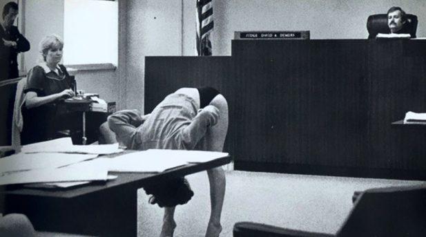 #14 Танцовщица демонстрирует, что ее белье достаточно «закрытое», чтобы ее тело не обнажалось, полиции во Флориде после ареста