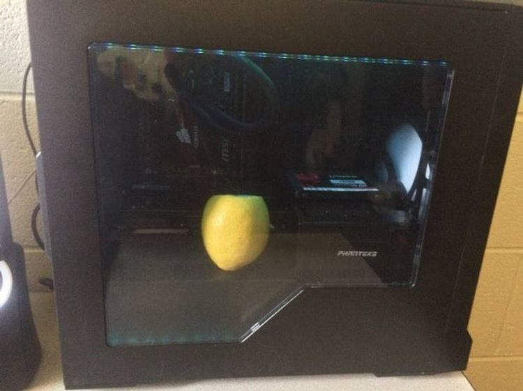 Положи в системный блок компьютера лимон. Кулер разнесёт аромат по всей квартире