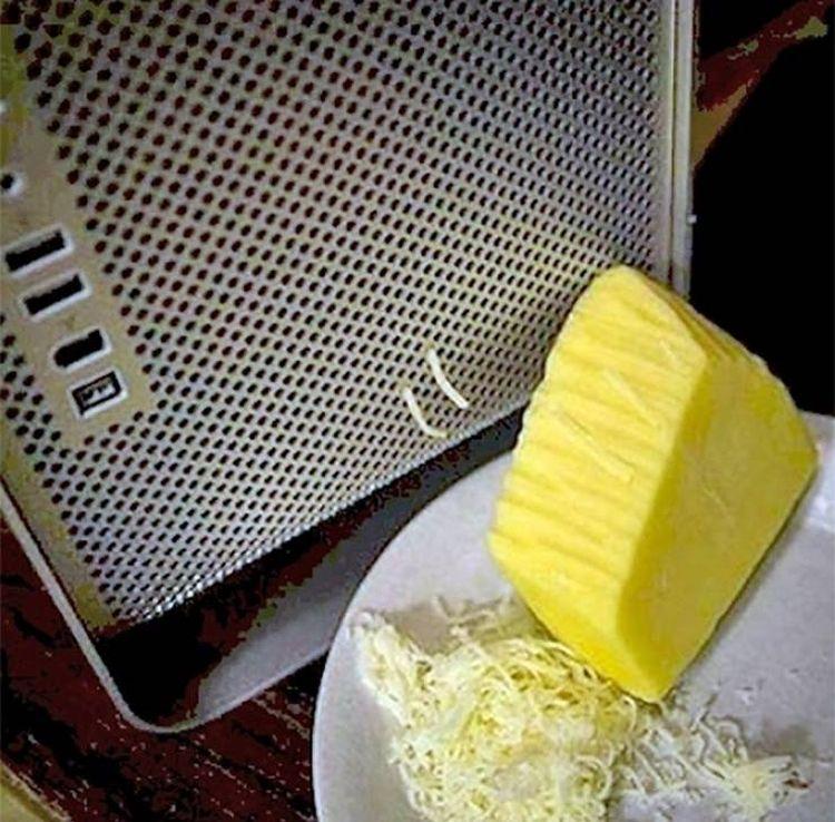 Используй системный блок в качестве тёрки для сыра