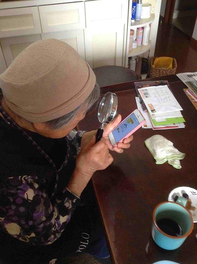 90-летняя бабушка и ее зум для iPhone