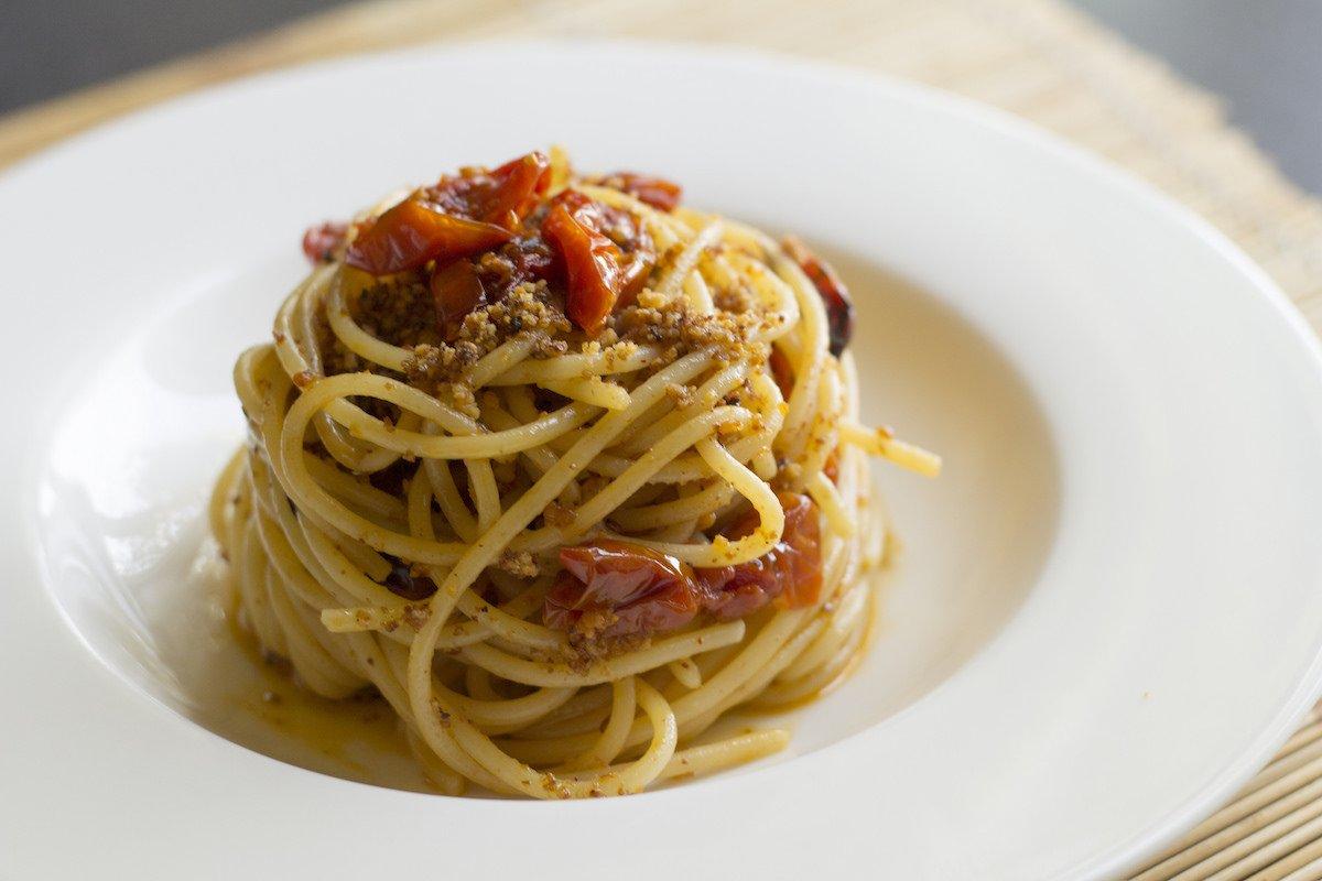 Паста aglio olio e peperoncino's (с оливковым маслом и итальянским красным перцем).