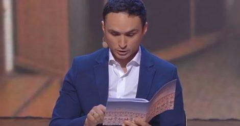 Папа проверяет дневник