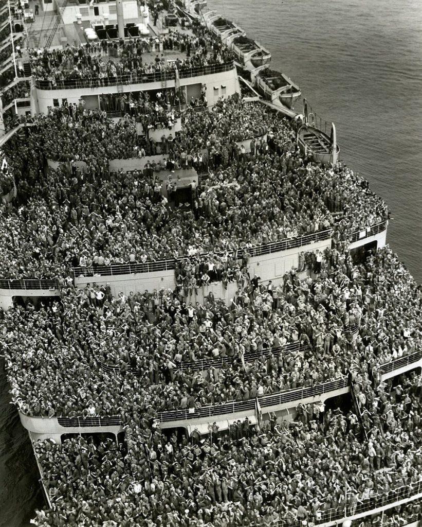 Американские солдаты возвращаются домой после Второй мировой войны, 1945.