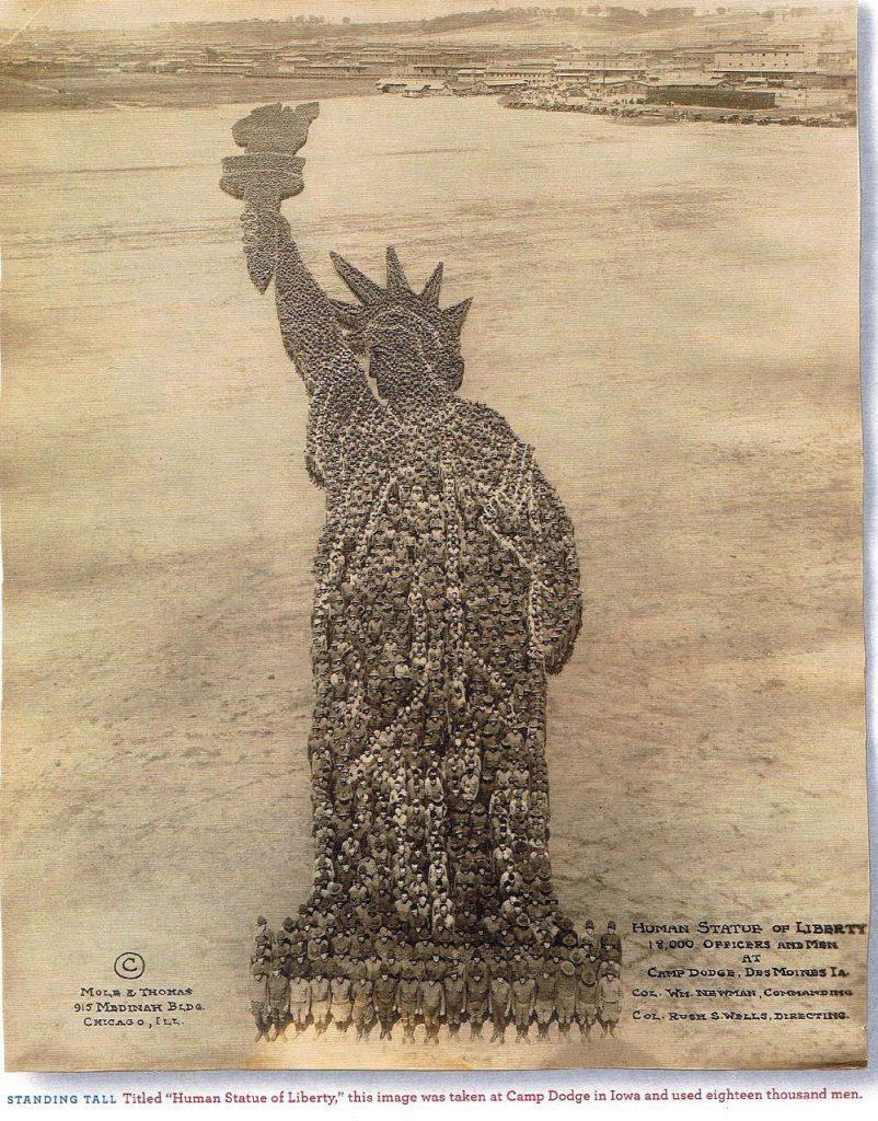 Живая статуя Свободы в Айове впечатляет и передает патриотичность людей, 1918.