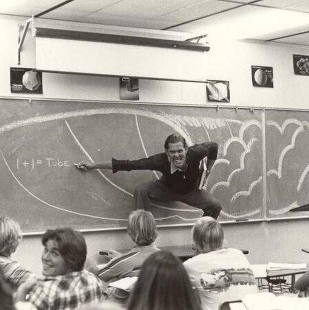 Учитель в Калифорнии преподает технику серфинга, 1970.
