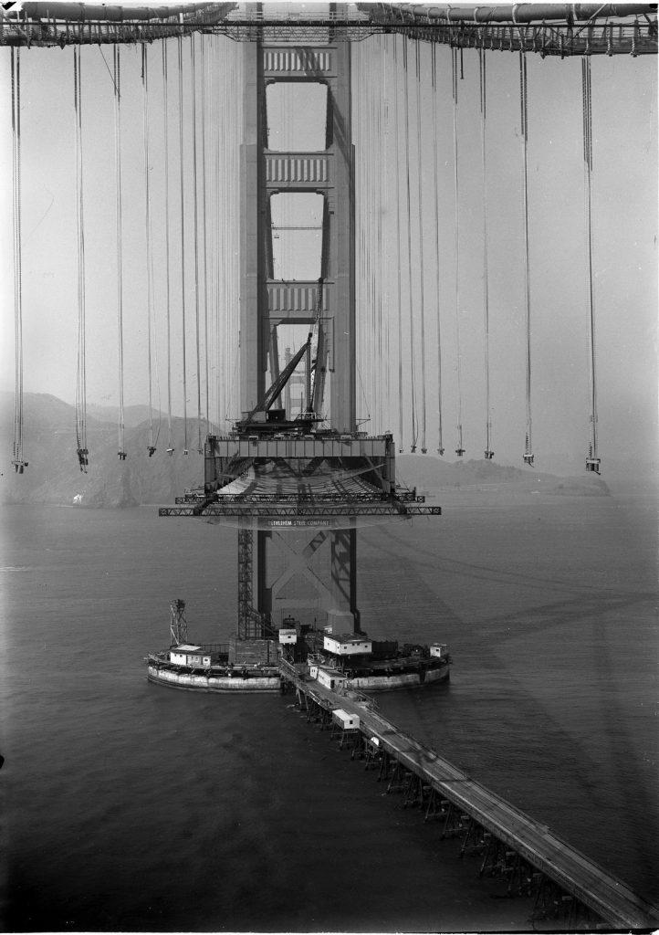 Жуткое фото, мост Золотые ворота еще строится, 1935.