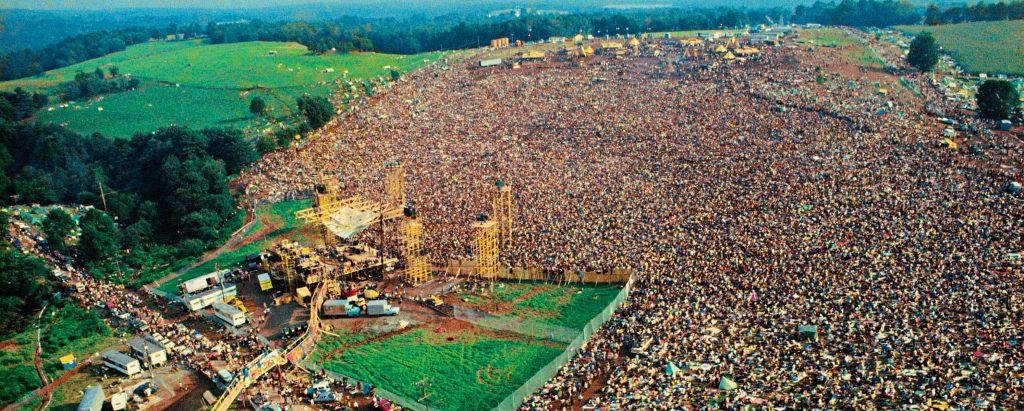 Аэрофотоснимок фестиваля Вудсток в 1969 году.