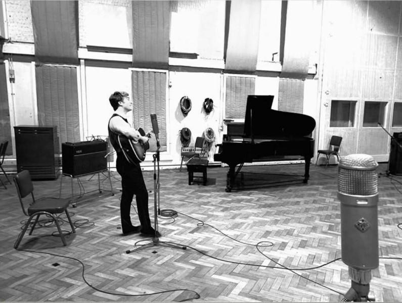 Джон Леннон записывает Abbey Road, 1965.