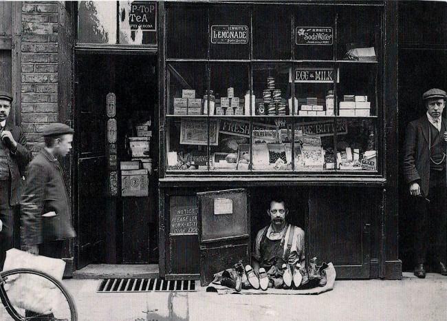 Самая маленькая витрина в мире. Лондон, 1900.