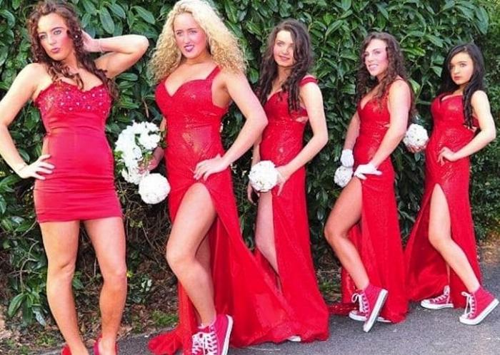 1. Красный всегда в моде. Но подходит ли он для свадьбы? Особенно смущают эти красные кеды…