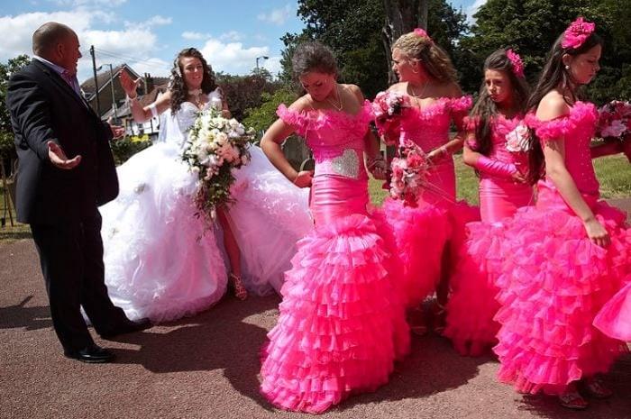 4. Эти яркие создания делают невесту невидимкой.
