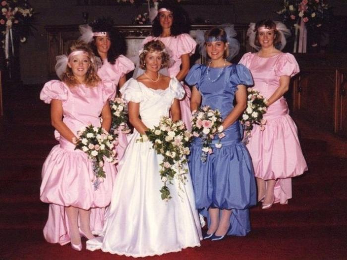 13. Розовые пышные платья. Да и вазоны в руках интересные…