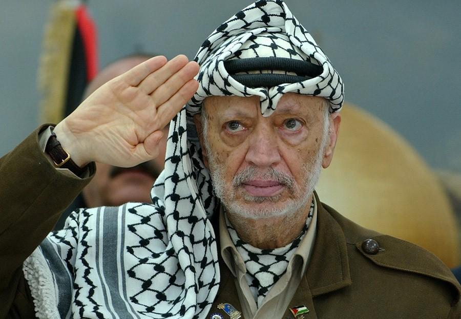 Ясир Арафат — Мухаммед Абдель Рауф Арафат аль-Кудва аль-Хусейни (с таким именем я бы тоже переименовался).