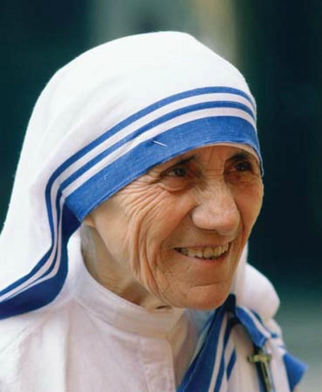 Мать Тереза — Агнес Бояджиу.