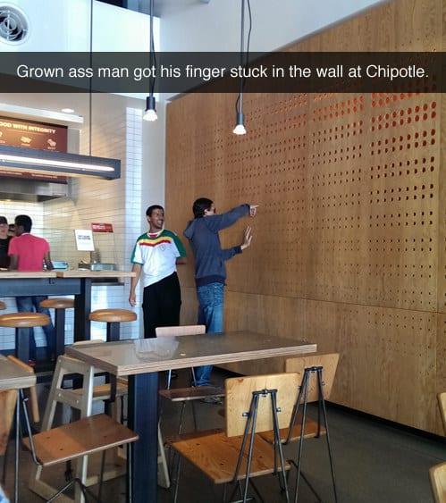 Застрял пальцем в стене с дизайнерской отделкой. Не он первый…