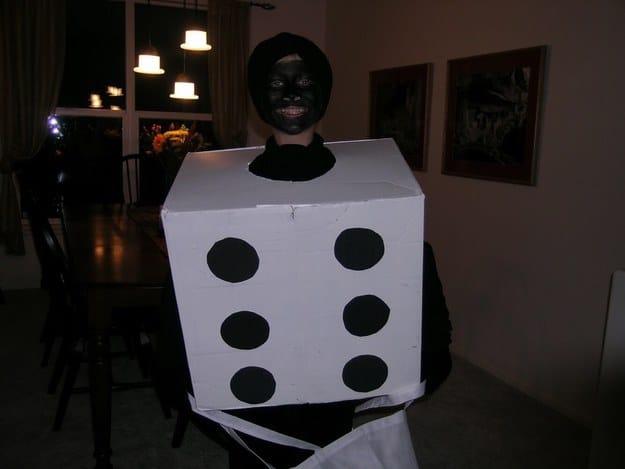 Когда я был ребёнком, мне казалось, что намазать лицо чёрной краской, изображая единицу на игральной кости — очень круто!