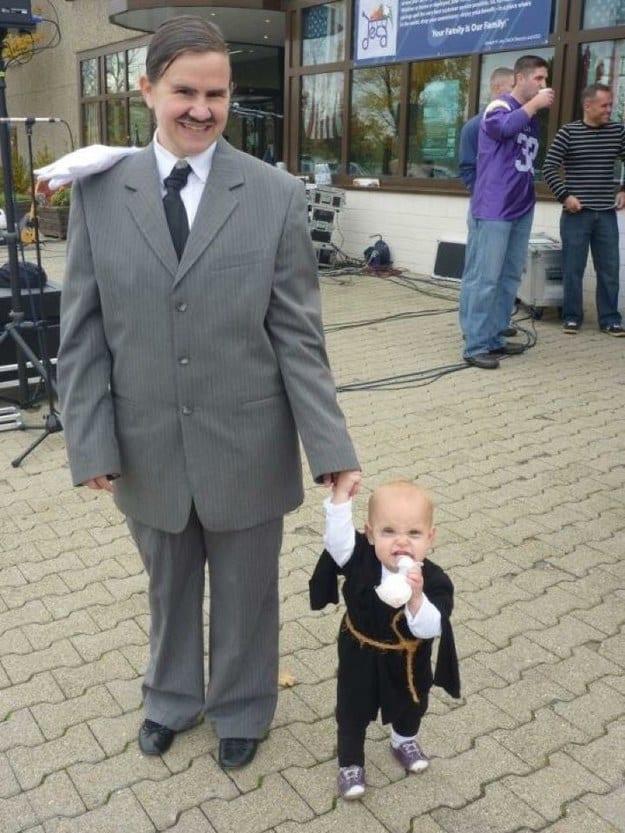 Было плохой идеей одеться в стиле семейки Адамс и стать похожей на Адольфа…