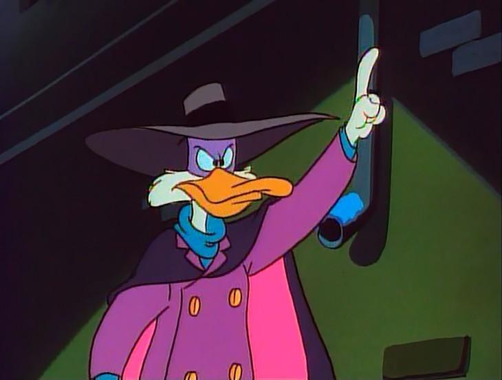 Прежде всего, досталось самому Чэ-Пэ. Darkwing Duck — вот как его зовут в оригинале, впрочем, об этом были осведомлены дети, бывшие счастливыми обладателями 8-битной игровой приставки и одноименной игры. Адаптации подвергся и его фирменный крик «От винта!». Аутентичный Чэ-Пэ провозглашал: «Let's get dangerous!» — что можно перевести как «Давайте сделаем опасно!» или как-то так.
