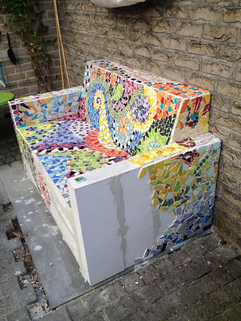 13. Вот такой садовый диванчик ты можешь создать при желании. Красиво и практично!