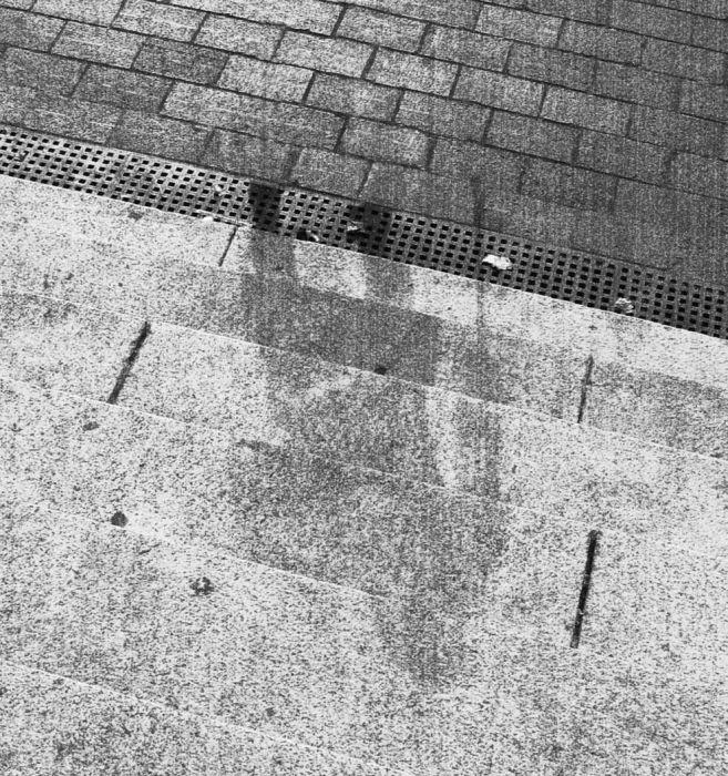 Тень человека после сброса ядерной бомбы на Хиросиму.