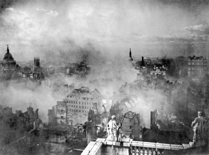 Лондон в руинах после атаки немецкой авиации 29 декабря 1940 года.
