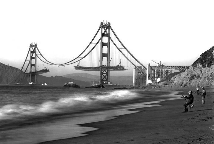 Мужчины рыбачат на фоне строящегося моста Золотые Ворота в Сан-Франциско в 1930-е годы.