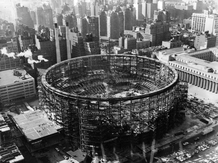 Строительство Мэдисон-сквер-гарден в Нью-Йорке в 1966 году.