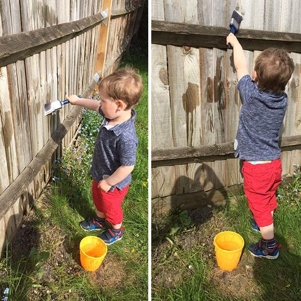 4. Ребенок хочет помочь? Позвольте ему «красить» забор водой.