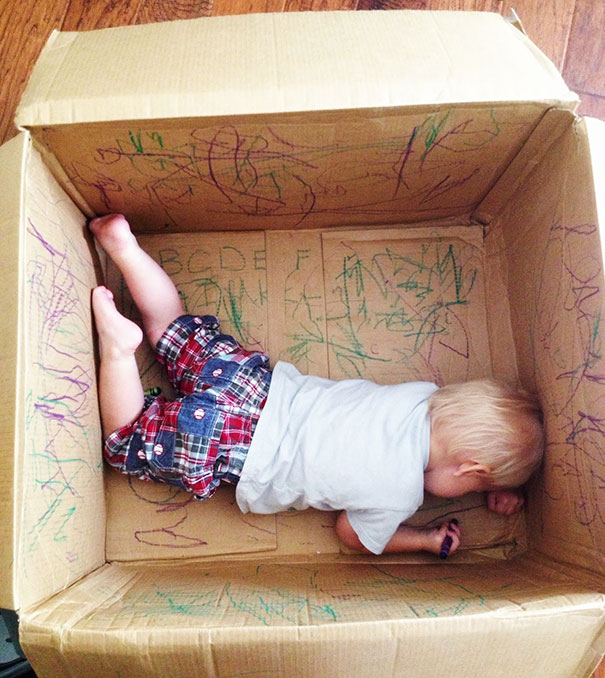 9. Оставьте ребенка в пустой коробке — пусть хоть всю ее изрисует!