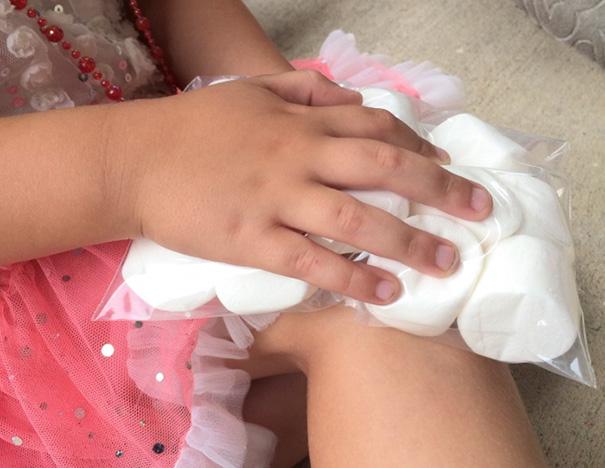 29. Используйте упаковку замороженных зефирок, если ребенок ушибся.