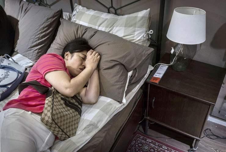 8. Некоторые просто ходят туда поспать.
