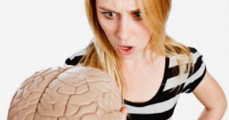 диалог женщины и мозга