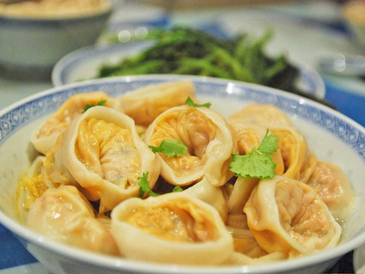 14. Кимчхи — гарнир, который делают из квашеных овощей со специями. Это любимое корейское блюдо. Настолько любимое, что манду — корейские пельмени — наполняют кимчхи. Манду — одни из немногих азиатских пельменей, которые имеют круглую форму.