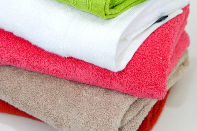 13. Используйте раствор перекиси водорода и уксуса, чтобы полотенца легко отстирывались от пятен.