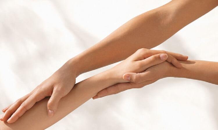 15. Перекись и сода дают эффект осветления волос на теле и лице, только предварительно нужно провести тест на аллергию.