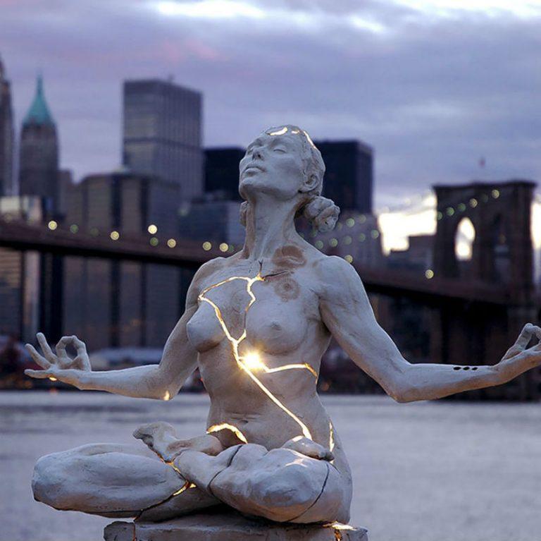 """Пейдж Бредли создала скульптуру """"Расширение"""". Сейчас она находится в Нью-Йорке, в Америке."""