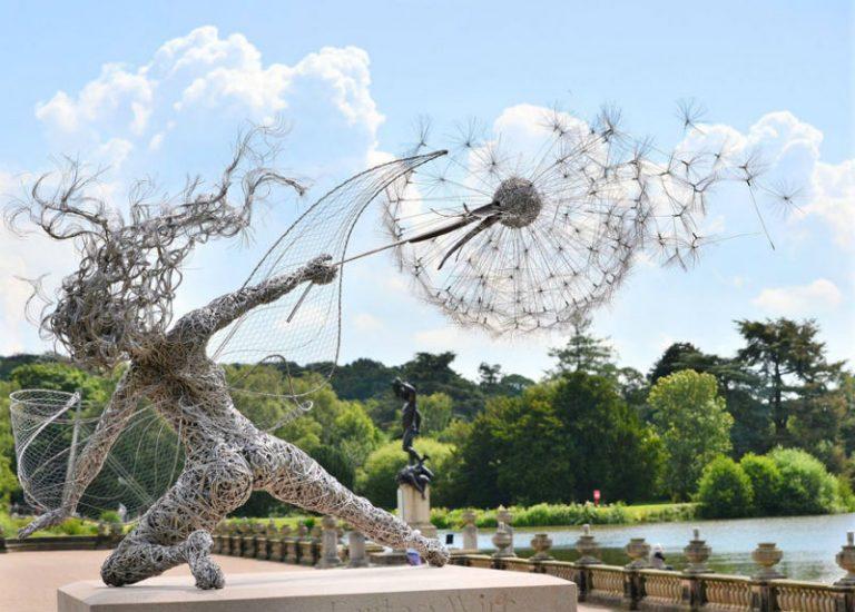 """Потрясающую скульптуру """"Танец с одуванчиком"""" можно увидеть в Англии."""