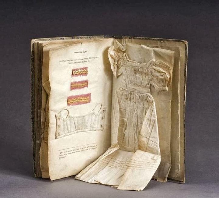 Книга для обучения кройке и шитью появилась в 1833 году
